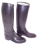 Boots in syntetic leather with inner lining. Every measure and there are six measure of calf.